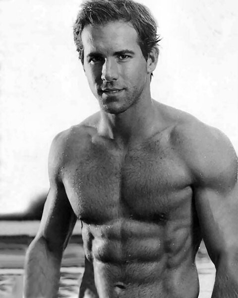 http://fallinginlike.files.wordpress.com/2009/12/ryan_reynolds_01.jpg